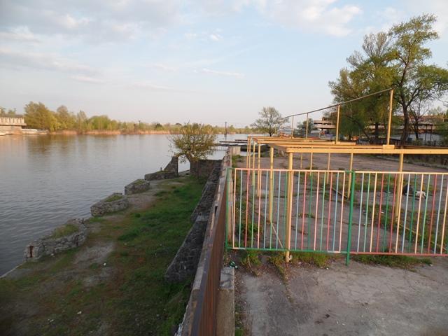 набережная днепра за мерефо-херсонским мостом