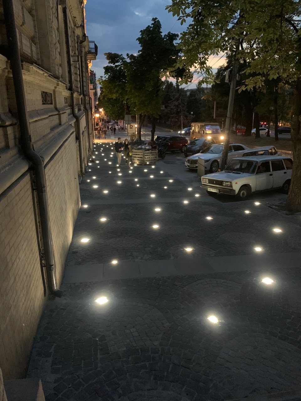 новое освещение возле екатеринославского бульвара alef estate
